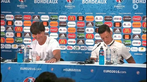 Joachim Löw & Mesut Özil – PK 01-07-16 3