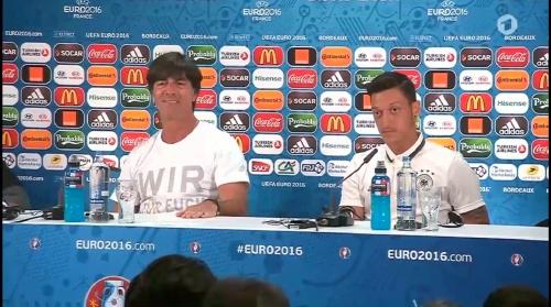 Joachim Löw & Mesut Özil – PK 01-07-16 4