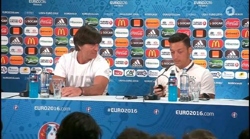 Joachim Löw & Mesut Özil – PK 01-07-16 5