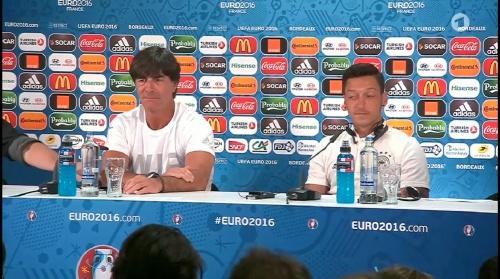 Joachim Löw & Mesut Özil – PK 01-07-16 6