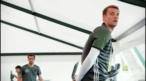 Manuel Neuer - Das vorletzte Training in Evian