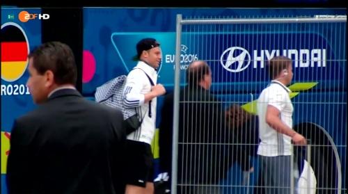 Manuel Neuer - ZDF video 01-07-16 3