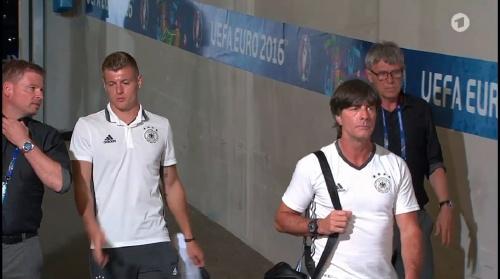 Toni Kroos & Joachim Löw – PK 06-07-16 2