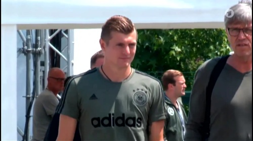 Toni Kroos - Sportschau 30-06-16 7