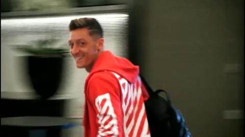 Mesut Özil - Ankunft der Spieler 29-08-16 1