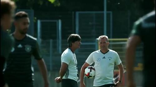 Joachim Löw - Letztes Training in Düsseldorf 02-09-16 3