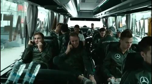 mario-gotze-marc-andre-ter-stegen-mit-dem-bus-nach-hannover-1