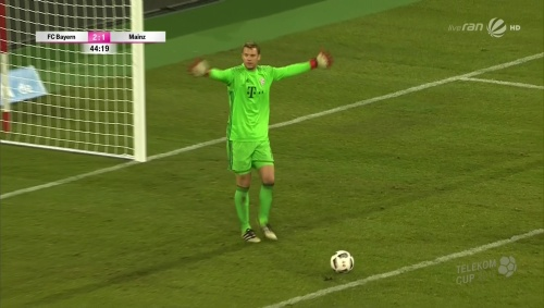 manuel-neuer-bayern-v-mainz-telekom-cup-2017-2